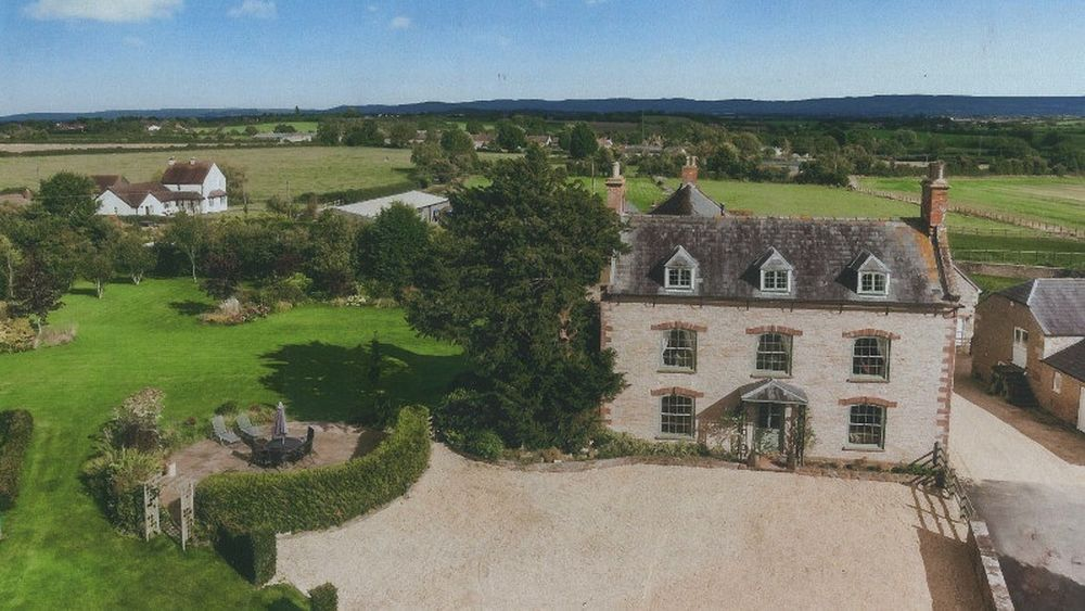Westbury on Severn Manor 7 bedroom farmhouse in Gloucestershire
