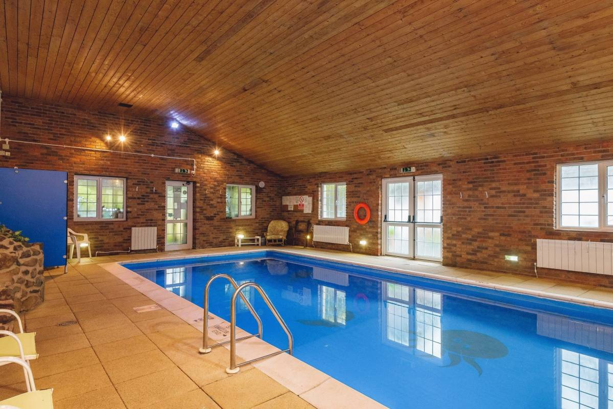 Luxurious Barlings Barn, Heated Indoor Pool Exclusively yours Celebrations/House parties for up to 28 adults.