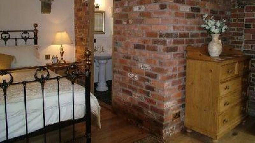 Billys Bothy large luxury Derbyshire, Peak District self catering cottage with hot tub