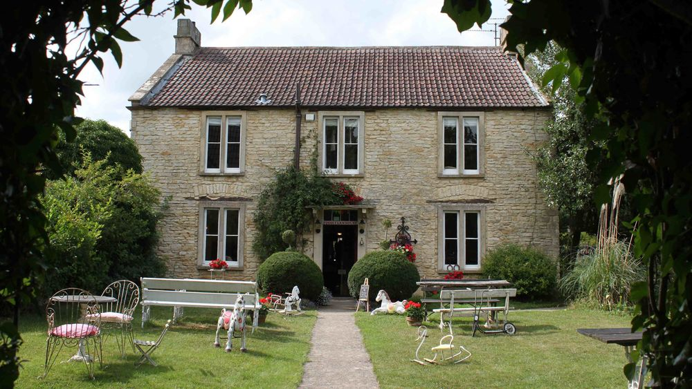 Group accommodation in the Cotswolds - Fosse Farmhouse cottages sleep 16