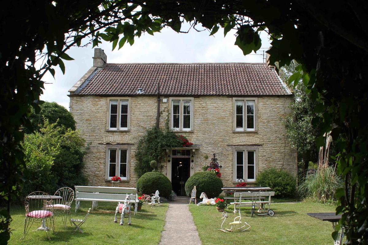 Group accommodation in the Cotswolds - Fosse courtyard cottages sleep 16