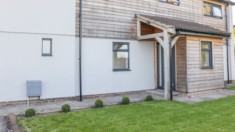 Gone fishing? Modern family home with River Severn access
