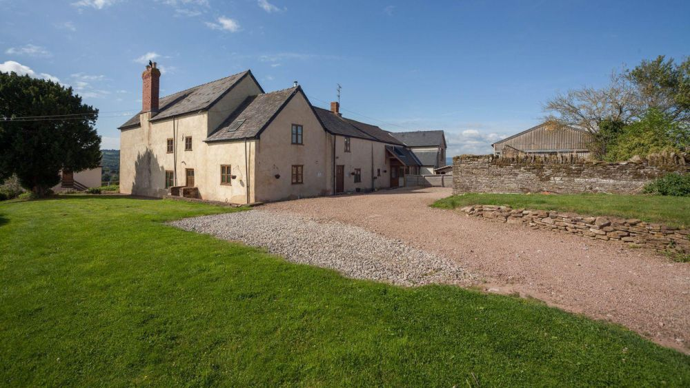 Rural Lowe Farmhouse a large holiday home in Herefordshire, sleeps 6-22