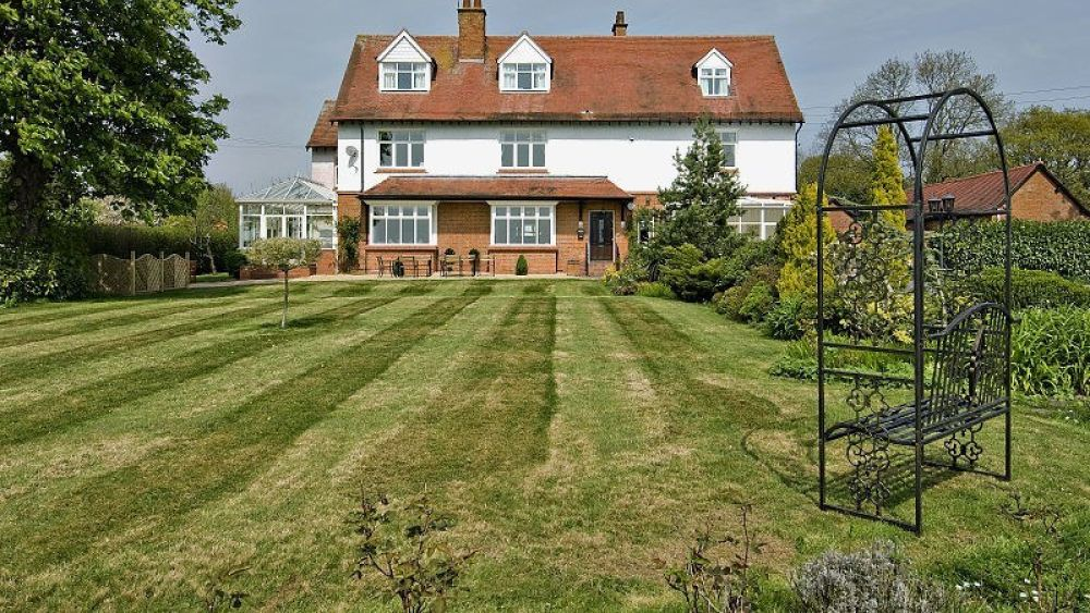 Edwardian Holiday House near Stratford upon Avon, sleeps max 25 with Hot Tub & Snooker Room