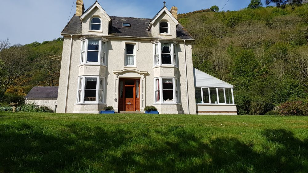 Relaxing and tranquil 4* house in coastal location - Sleeps 20