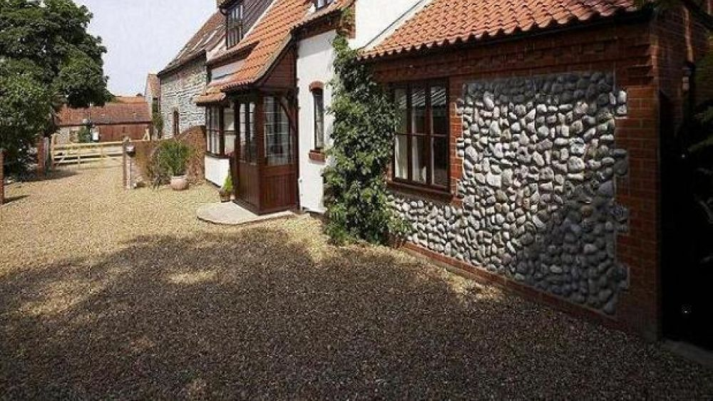 Luxurious Stable Cottage near Cromer, Norfolk, by the sea Sleeps 6 (+2)